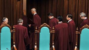 Виктор Янукович нашел замену в Конституционном суде ставленнику Виктора Ющенко